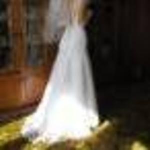 Продам шикарное свадебное платье. Размер 42